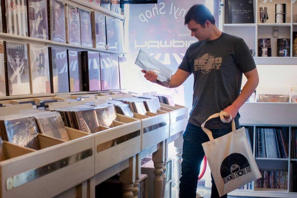 Vinyl-Shop-Lp-Midway-Record-Store-Day-2.jpg