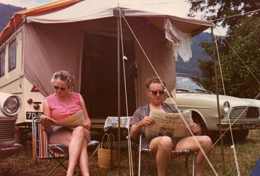 Sip en Ieke Paulides. Frankrijk, Zwitserland en Italië 1966.jpg